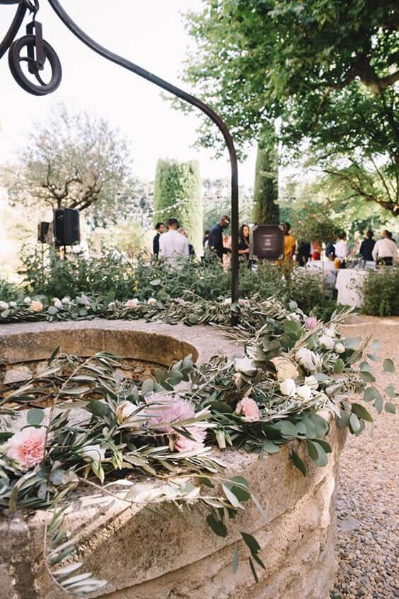 Décoration extérieure avec des fleurs